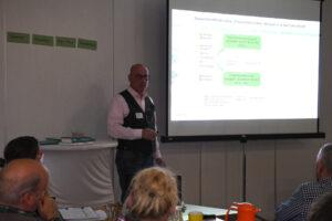 Referent Martin Ebert erklärt die Situation in Wöbbelin